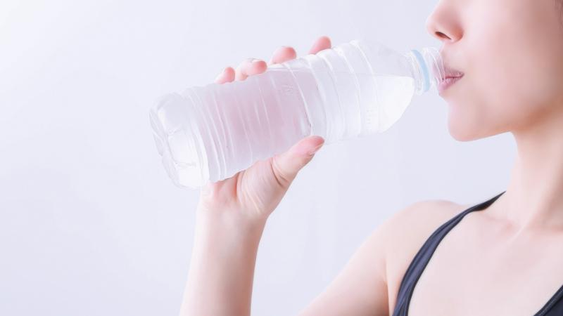 正常な身体機能を取り戻す効果的な水の飲み方